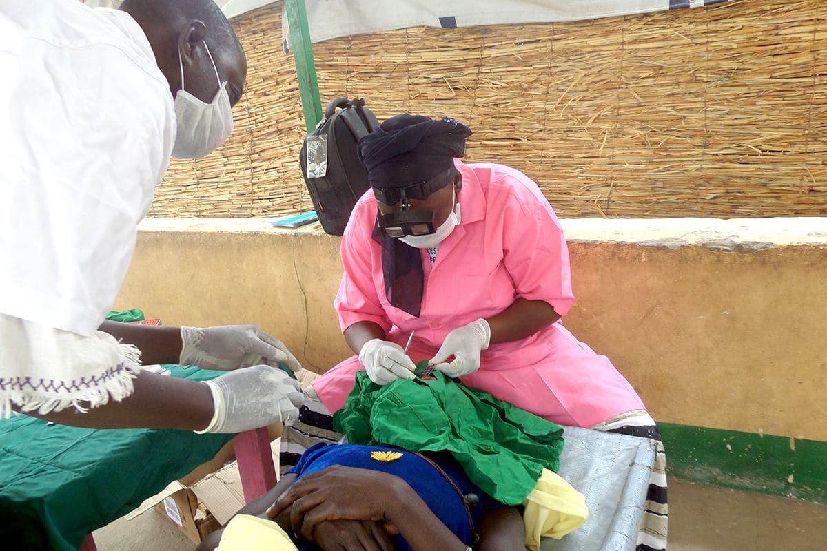 Traitement et chirurgie contre les maladies cécitantes